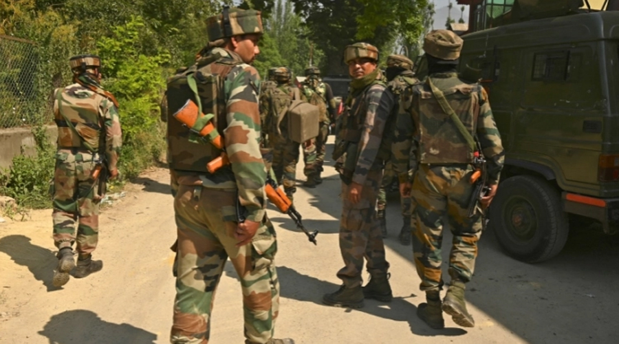 Indian troops kill top rebel commander in Kashmir gun battle
