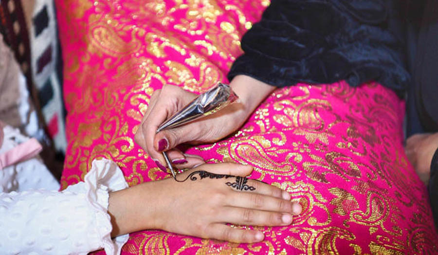 Saudi Arabia issues guidelines for women about mehendi
