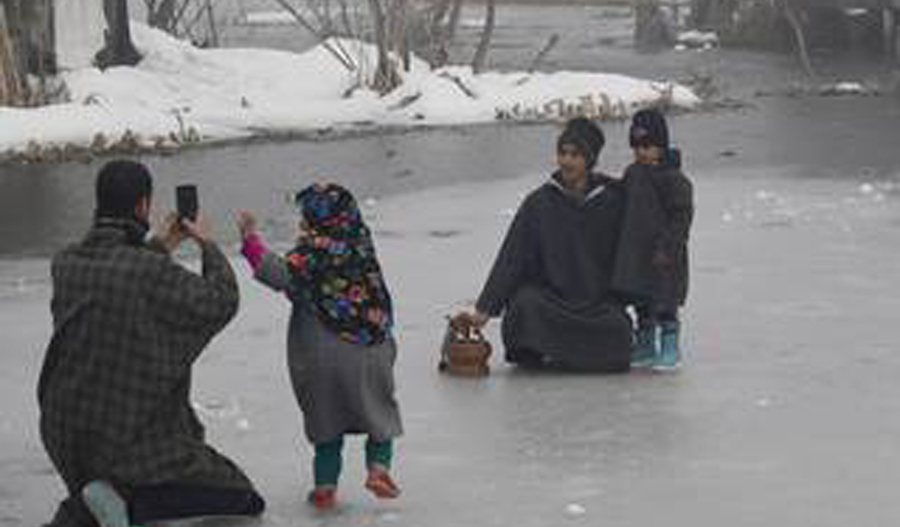 Kashmir water supply lines freeze as cold wave intensifies