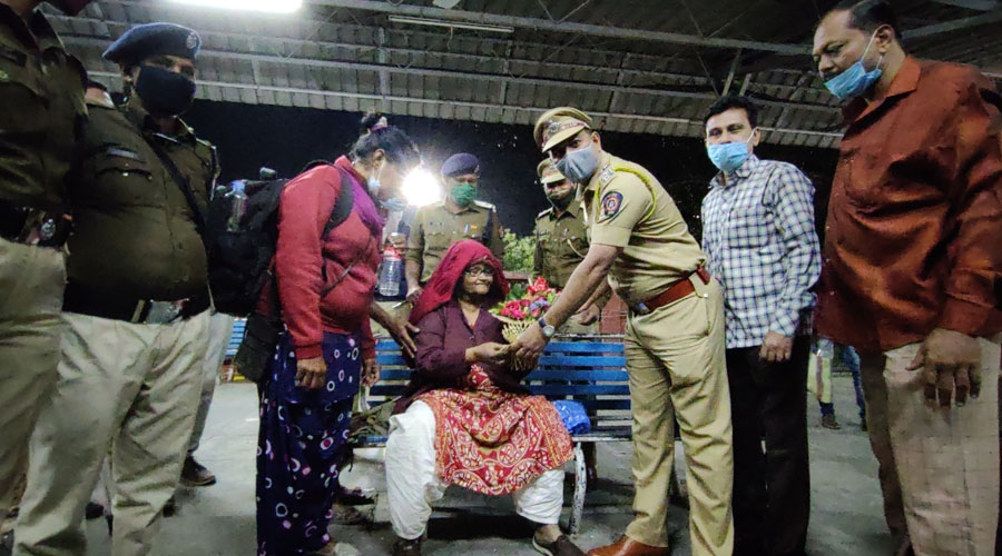 Jailed in Pakistan for 18 years, Hasina Begum returns to India