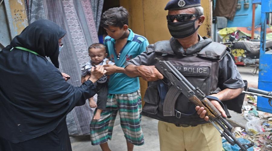 Pakistani police officer escorting polio vaccine team shot dead