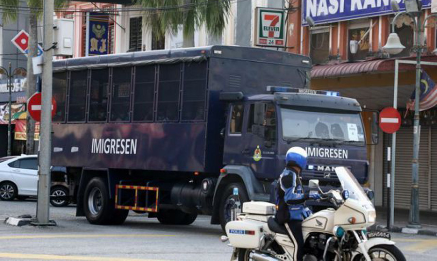 Malaysian court halts deportation of 1,200 Myanmar migrants