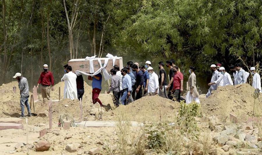 Coronavirus death : Burial space runs short in Delhi