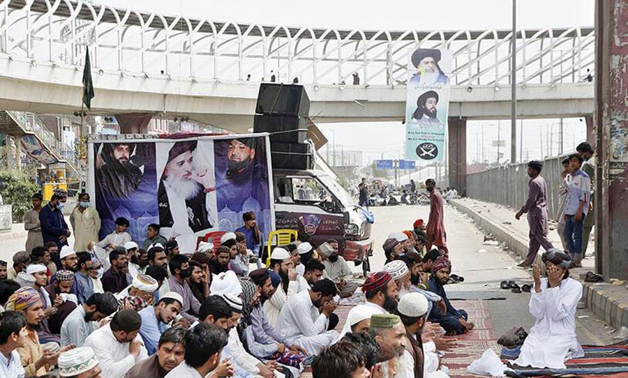 Pakistan govt decides to ban radical Islamist party Tehreek-i-Labaik Pakistan