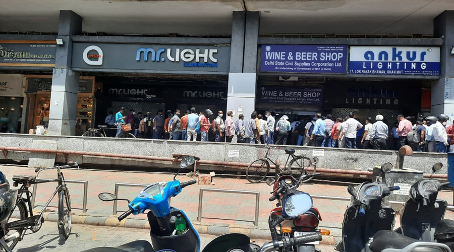 Six day lockdown imposed in Delhi,People throng to wine shops