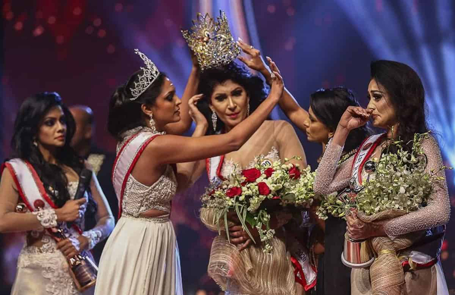 Mrs Sri Lanka's crown snatched on stage