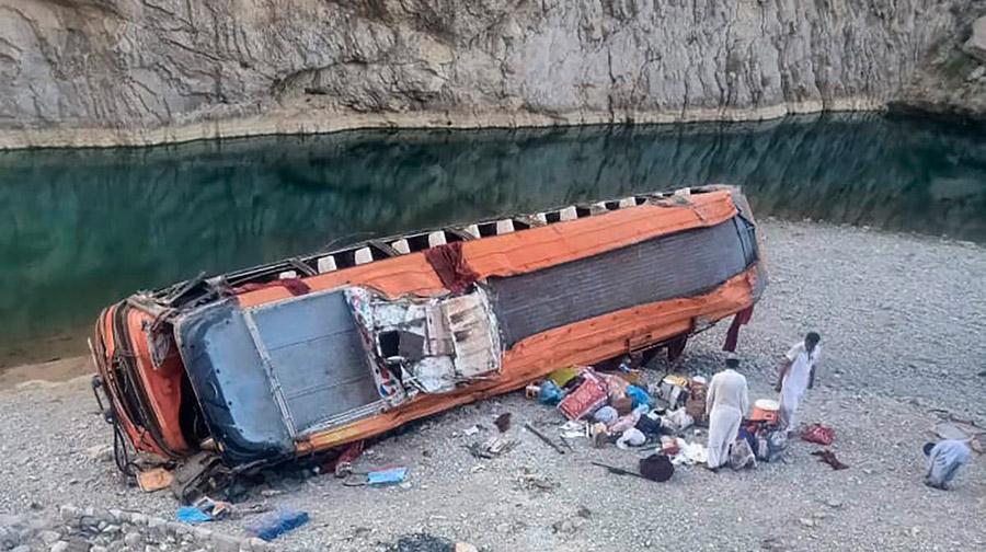Bus overturns in Balochistan 20 pilgrims killed
