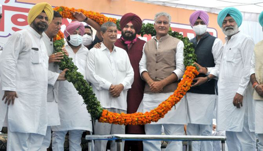 Navjot Singh Sidhu takes charge as Punjab Congress chief, shares stage with CM Amarinder