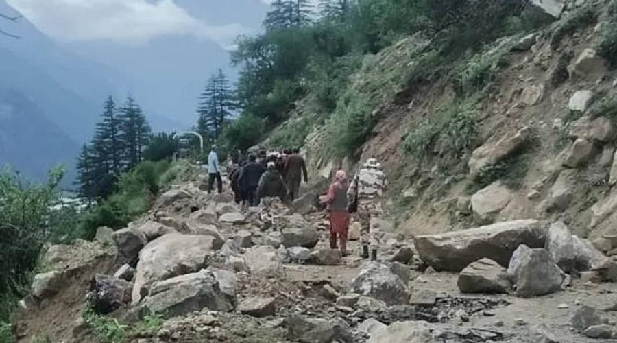 Landslide in Himachal: 9 tourists killed, 3 injured