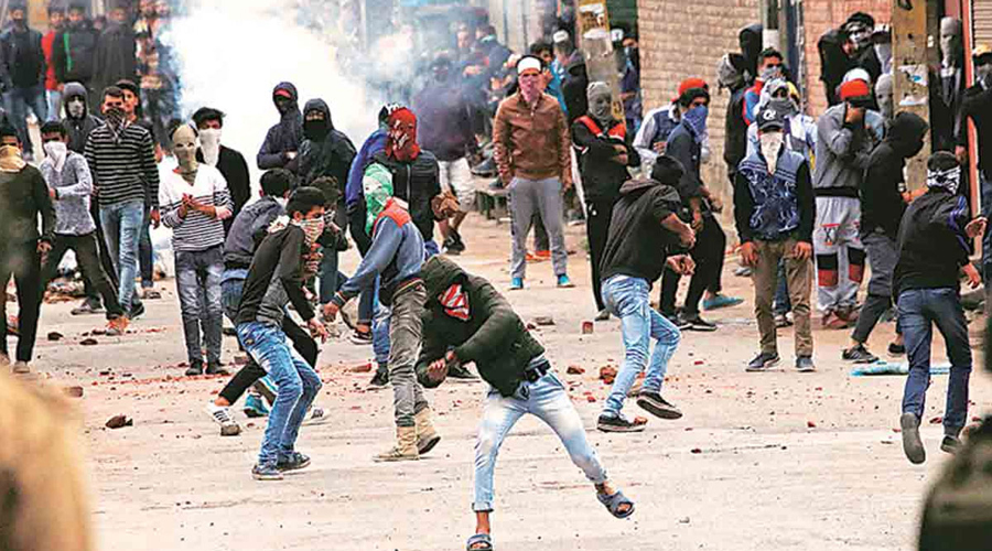 Stone pelters in Jammu and Kashmir will not be given government jobs and passports