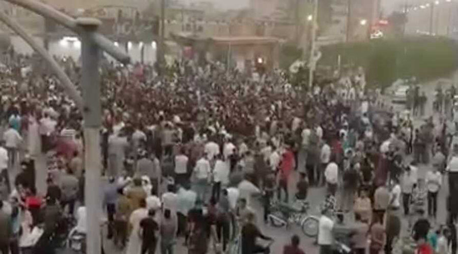 Protest against Khamenei in Tehran over acute shortage of water
