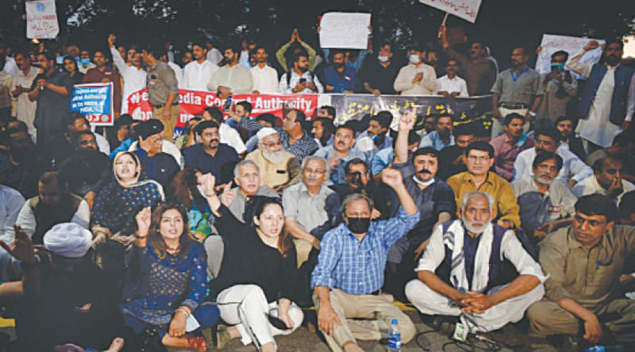 Pakistan journalists protest against proposed media law