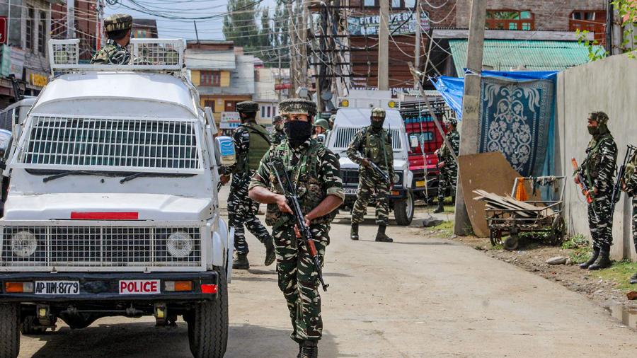 Police officer killed in suspected terrorist attack in Srinagar